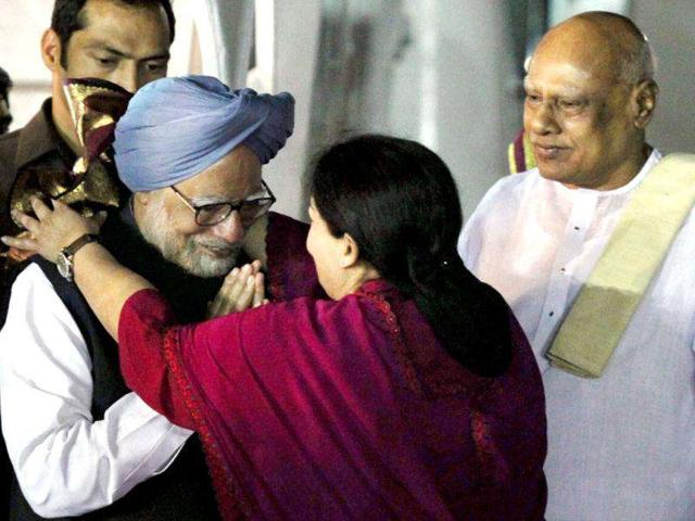 Prime-Minister-Manmohan-Singh-being-welcomed--by-Tamil-Nadu-chief-minister-J-Jayalalithaa-at-the-Chennai-airport-on-Sunday-Governor-K-Rosaiah-is-also-in-the-picture-Singh-is-on-a-two-day-visit-to-Tamil-Nadu-PTI-Photo-by-R-Senthil-Kumar