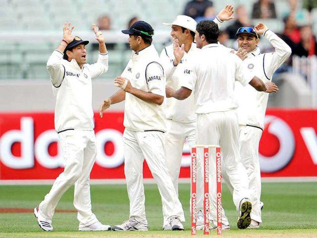 Sachin-Tendulkar-Rahul-Dravid-VVS-Laxman-and-Virender-Sehwag-congratulate-paceman-Umesh-Yadav-after-he-dismissed-Australian-batsman-David-Warner-on-the-first-day-of-the-first-Test-match-at-the-Melbourne-Cricket-Ground-MCG-in-Melbourne