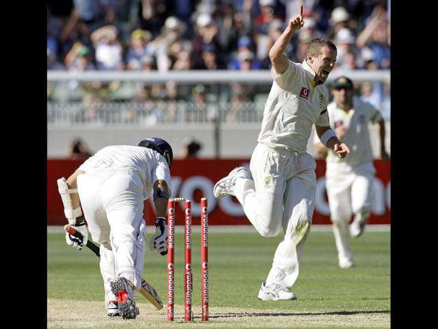 Peter-Siddle-of-Australia-celebrates-after-bowling-out-Sachin-Tendulkar-during-the-second-day-of-their-first-Test-at-the-Melbourne-Cricket-Ground-in-Australia-AP-Photo