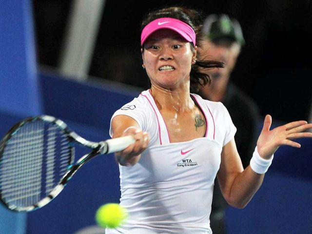 Li-Na-of-China-returns-to-Marion-Bartoli-of-France-in-their-women-s-singles-match-in-session-1-day-one-of-the-Hopman-Cup-Tennis-Tournament-in-Perth-Li-Na-won-the-match-2-6-6-2-6-4-AFP-Tony-Ashby