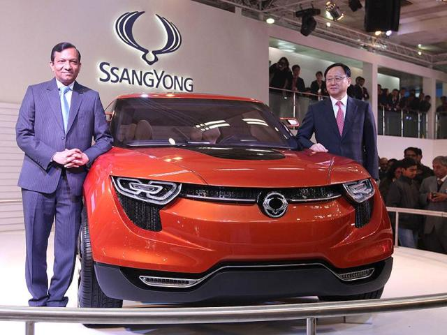 Pawan-Goenka-along-with-yoo-ll-lee-during-the-press-preview-launch-of-SSangyong-Rexton-Korando-E-action-sports-and-XIV-1-concept-11th-Auto-Expo-2012-at-Pragati-Maidan-in-New-Delhi-HT-Photo-by-Rajkraj