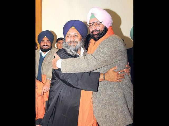SAD-s-Sukhbir-Singh-Badal-welcomes-Malwinder-Singh-brother-of-Capt-Amarinder-Singh-into-the-party-on-Saturday-Keshav-Singh-HT