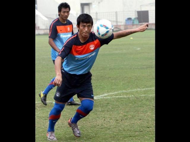 Bhaichung-Bhutia-practices-at-Ambedkar-Stadium-in-New-Delhi-ahead-of-Indian-football-team-s-match-against-German-giants-Bayern-Munich-on-January-10-PTI-Photo-by-Kamal-Singh