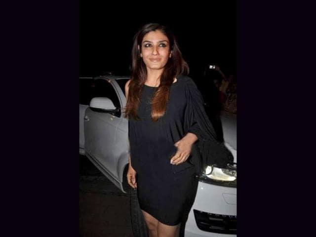Raveena-Tandon-looks-ravishing-in-black