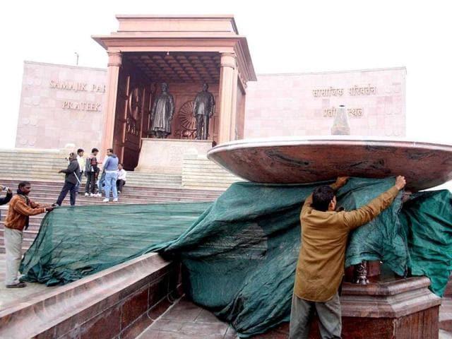 Lucknow,Noida,UP polls 2012