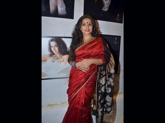 Vidya-Balan-spotted-once-again-in-a-red-silk-saree