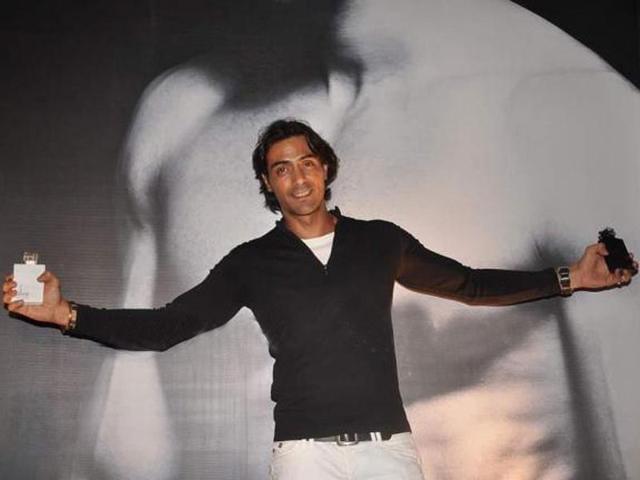 Arjun-Rampal-poses-for-shutterbugs