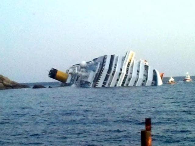 Costa Concordia,Italy cruise,cruise wreck
