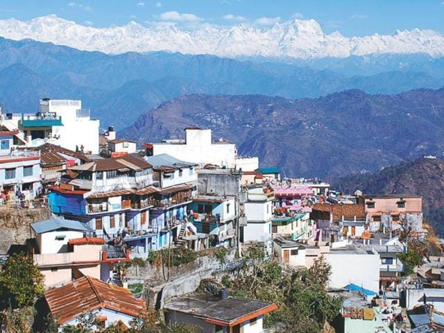 Clear-view-of-Himalayan-ranges-from-Pauri-after-the-recent-snowfall-Arvind-Moudgil-HT