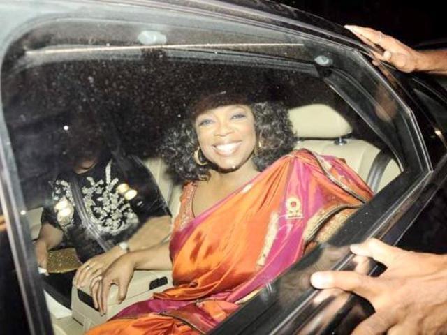 Oprah-Winfrey-in-a-sari-looks-stunning