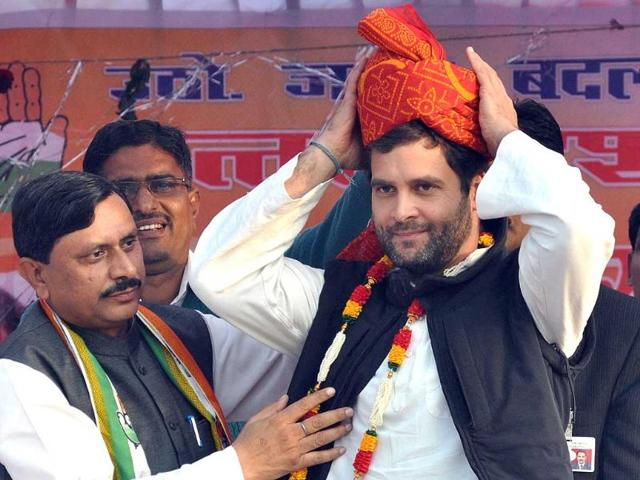 Congress-general-secretary-Rahul-Gandhi-waves-at-the-crowd-during-a-public-meeting-in-Mauranipur-Jhansi-HT-Photo-by-Ashok-Dutta-HT