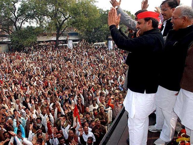 Samajwadi-Party-leader-Akhilesh-Yadav-addresses-a-public-rally-at-Balliya-in-Uttar-Pradesh-HT-Photo-by-Vinay-Pandey