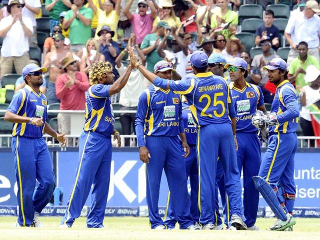 Sri-Lankan-players-celebrate-the-dismissal-of-South-Africa-s-batsman-Graeme-Smith-during-the-fifth-One-Day-International-match-ODI-between-South-Africa-and-Sri-Lanka-at-Wanderers-Stadium-in-Johannesburg-AFP-Photo