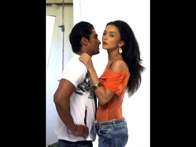 Actor-Prateik-Babbar-and-Amy-Jackson-during-the-photo-shoot-of-their-forthcoming-film-Ek-Deewana-Tha-in-Mumbai-on-Jan-22