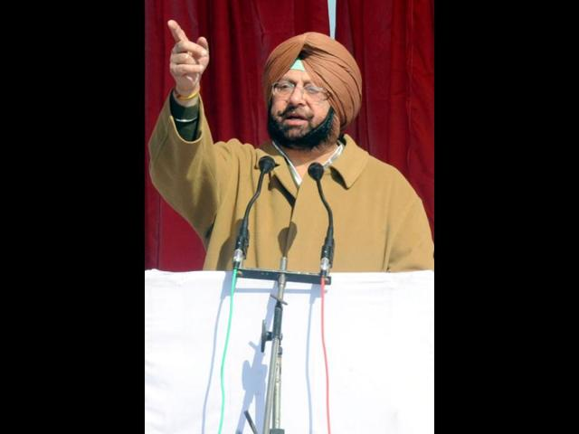 Amarinder warn police officials against intimidating Cong workers
