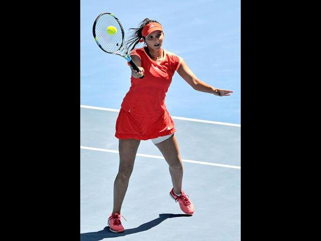 Sania overcomes Keothavong challenge to enter quarterfinals