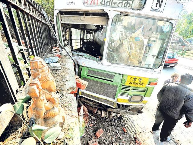 There-were-25-passengers-in-the-DTC-bus-when-its-alert-driver-crashed-the-bus-to-avoid-a-major-accident--raj-k-raj-ht-photo