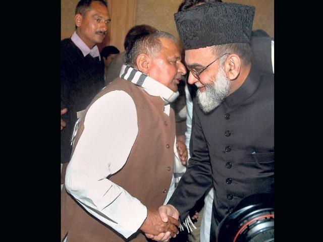 Samajwadi-Party-chief-Mulayam-Singh-Yadav-with-Shahi-Imam-of-Jama-Masjid-Maulana-Ahmad-Bukhari-in-Lucknow-PTI
