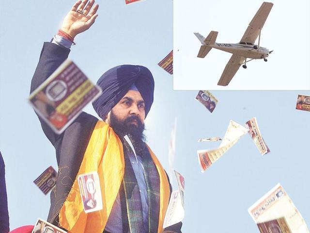 Independent-candidate-from-Amritsar-South-Gurpartap-Singh-Tikka-and-his-supporters-waving-to-the-Cessna-plane-which-he-hired-to-shower-voters-with-pamphlets-and-flowers-on-Saturday-Munish-Byala-HT