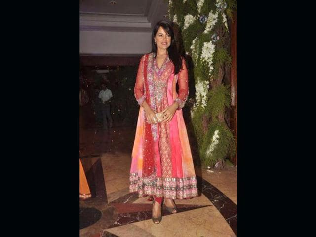 Sameera-Reddy-in-a-colouful-anarkali-suit