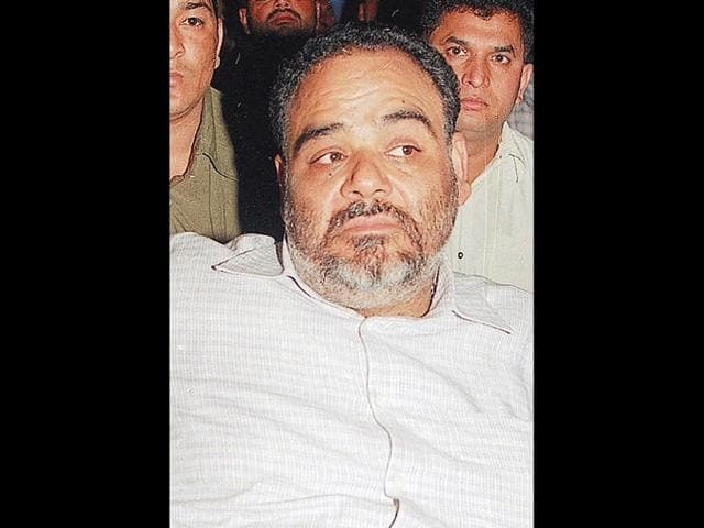 Nearly-Rs-100-cr-cash-found-in-basement-of-Centrestage-mall-Noida-owned-by-liquor-baron-Ponty-Chadha