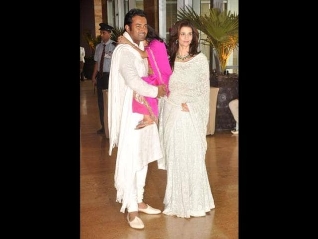 Leander-Paes-with-live-in-parter-Rhea-Pillai-at-Riteish-Genelia-s-wedding