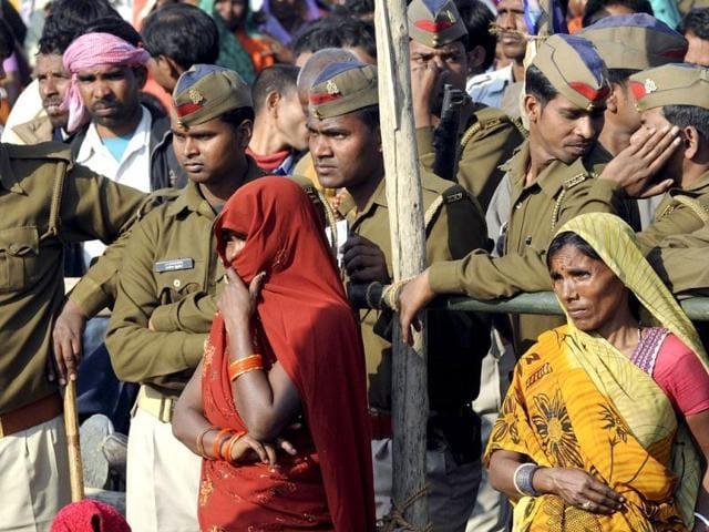 Women-and-policemen-listen-to--Bahujan-Samaj-Party-BSP-president-and-Uttar-Pradesh-chief-minister-Mayawati-during-a-rally-in-Gorakhpur-Uttar-Pradesh--AFP-PHOTO-Prakash-Singh