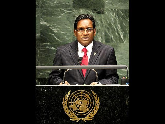 Maldives-newly-elected-President-Mohammed-Waheed-Hassan-gestures-during-a-press-conference-in-Male-AP-photo