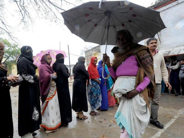 Election-officials-demonstrate-the-use-of-the-Electronic-Voting-Machines-EVM-to-polling-officers-ahead-of-Uttar-Pradesh-assembly-polls-in-Mirzapur-PTI-Photo