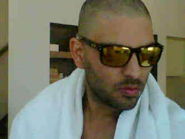 Cricketer-Yuvraj-Singh-undergoing-chemotherapy-posted-this-picture-on-Twitter