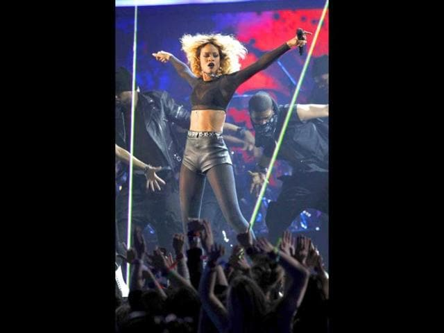 Rihanna-performs-at-the-54th-annual-Grammy-Awards-in-Los-Angeles