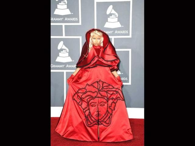Nicki-Minaj-shocked-everyone-in-a-red-Versace-couture-hooded-cape