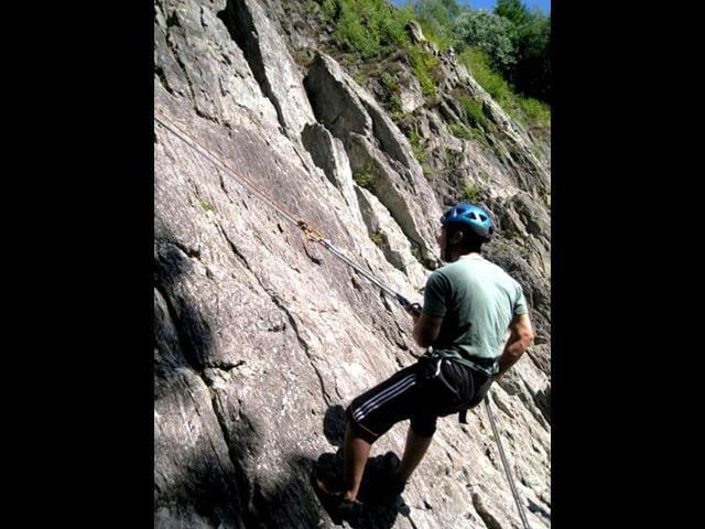 Aamir-Khan-even-tried-his-hand-at-rock-climbing-Photo-Courtesy-aamirkhan-org