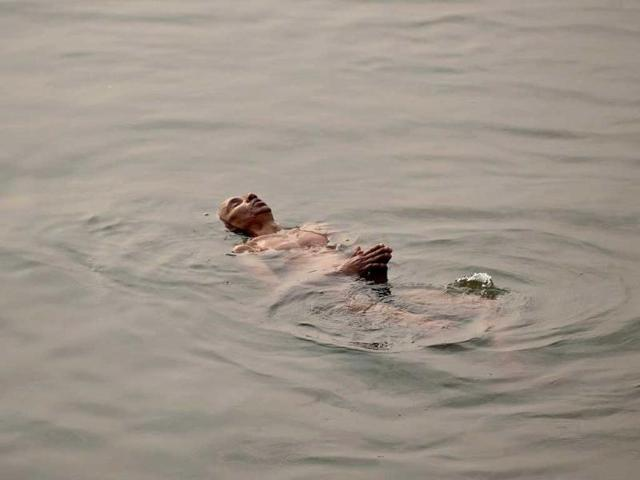 Couple in suicide pact jump from bridge into Ganga; boy dies, girl swims to safety