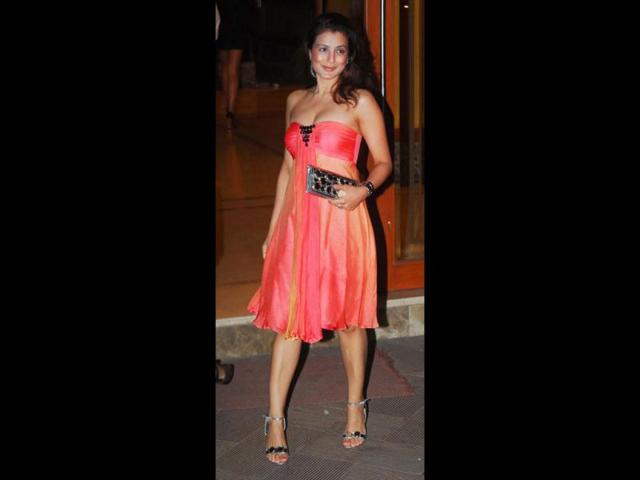 Ameesha-Patel-plays-it-safe-with-black