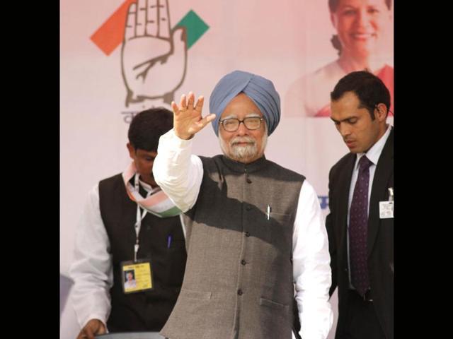Bestow 'Fakhr-e-Quam' on Manmohan Singh: Cong to Akal Takht, Badal