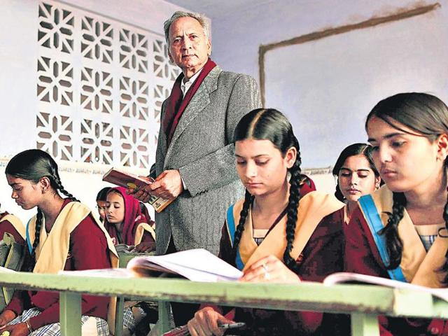 AGAINST-ALL-ODDS-Wahid-Chowhan-with-students-at-the-Excellence-Knowledge-City-for-Girls-a-school-he-set-up-in-Sikar-Rajasthan-The-school-provides-a-unique-mix-of-madrasa-education-with-more-mainstream-subjects