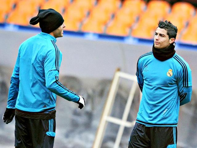 Cristiano-Ronaldo-R-and-Kaka-L-of-Real-Madrid-warm-up-during-their-training-session-in-Moscow-AFP-photo-Alexander-Nemenov
