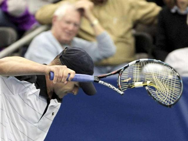 Andy-Roddick-of-the-US-destroys-his-racquet-after-losing-the-first-set-to-Xavier-Malisse-of-Belgium-during-the-Memphis-Open-at-the-Racquet-Club-of-Memphis-in-Tennessee-Reuters-Mike-Brown