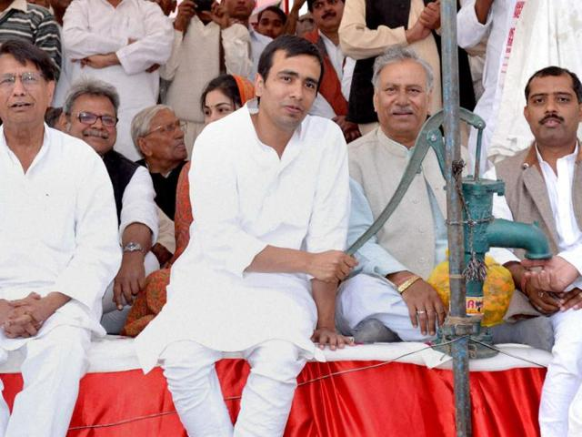Rashtriya-Lokdal-chief-Ajit-Singh-along-with-son-amp-Party-candidate-from-Matt-assembly-seat-Jayant-Chaudhary-with-party-symbol-Handpump-during-election-rally-in-Bajna-near-Mathura--PTI-Photo