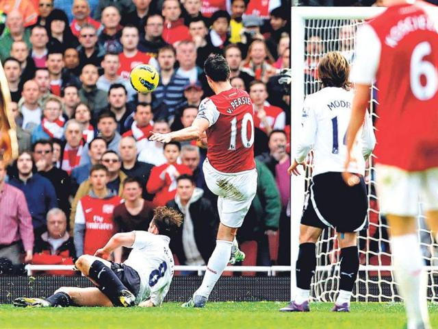 Arsenal-striker-Robin-van-Persie-centre-scores-during-the-North-London-derby-against-Tottenham-Hotspur-at-the-Emirates-Stadium-in-London-on-Sunday-AFP-Photo