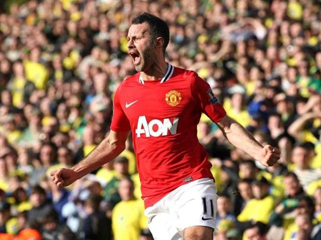 Ryan Giggs to play dual role at Man United