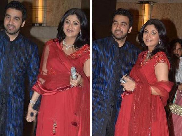 Heavily-pregnant-Shilpa-Shetty-with-hubby-Raj-Kundra-at-Vashu-Bhagnani-s-daughter-s-sangeet-ceremony