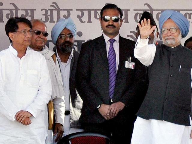 Prime-Minister-Manmohan-Singh-waves-at-a-Congress-RLD-election-rally-along-with-Union-minister-and-RLD-chief-Ajit-Singh-in-Amroha-PTI-photo