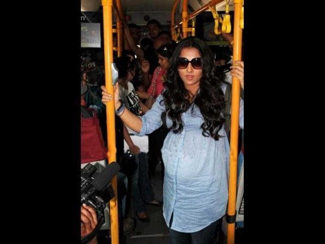 The-actor-was-surrounded-by-photographers-in-an-already-crowded-bus-as-she-ventured-out-to-promote-her-film