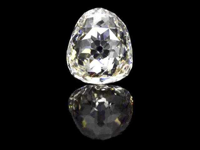 carat pear shaped stone