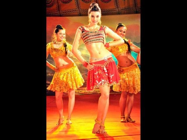 After-playing-a-sweet-and-simple-girl-in-Love-Aaj-Kal-Brazilian-model-Giselli-Monteiro-will-be-seen-in-an-item-number-in-Sandeep-Kapur-s-Pranam-Walekum