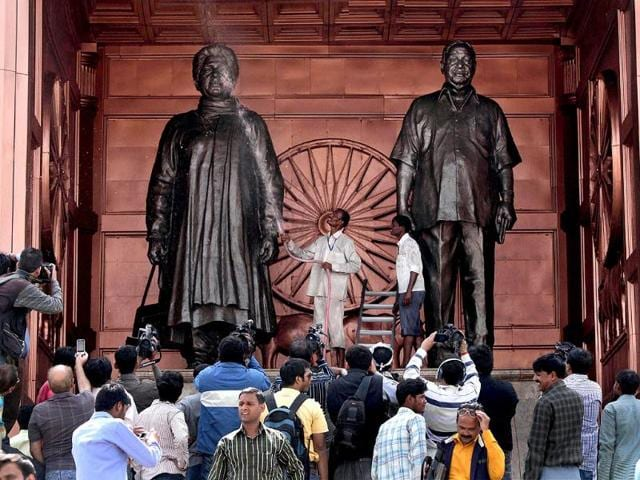 Statues-of-Uttar-Pradesh-chief-minister-and-BSP-supremo-Mayawati-and-BSP-founder-Kanshi-Ram-being-cleaned-in-Lucknow-PTI-Photo-by-Nand-Kumar