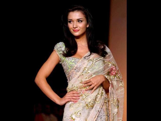 drape a sari,style,freshers party