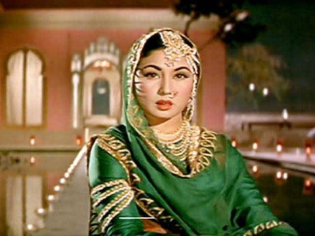 The-legendary-Thade-Rahiyo-from-Pakeezah-was-another-mujra-from-Pakezaah-picturised-on-Meena-Kumari